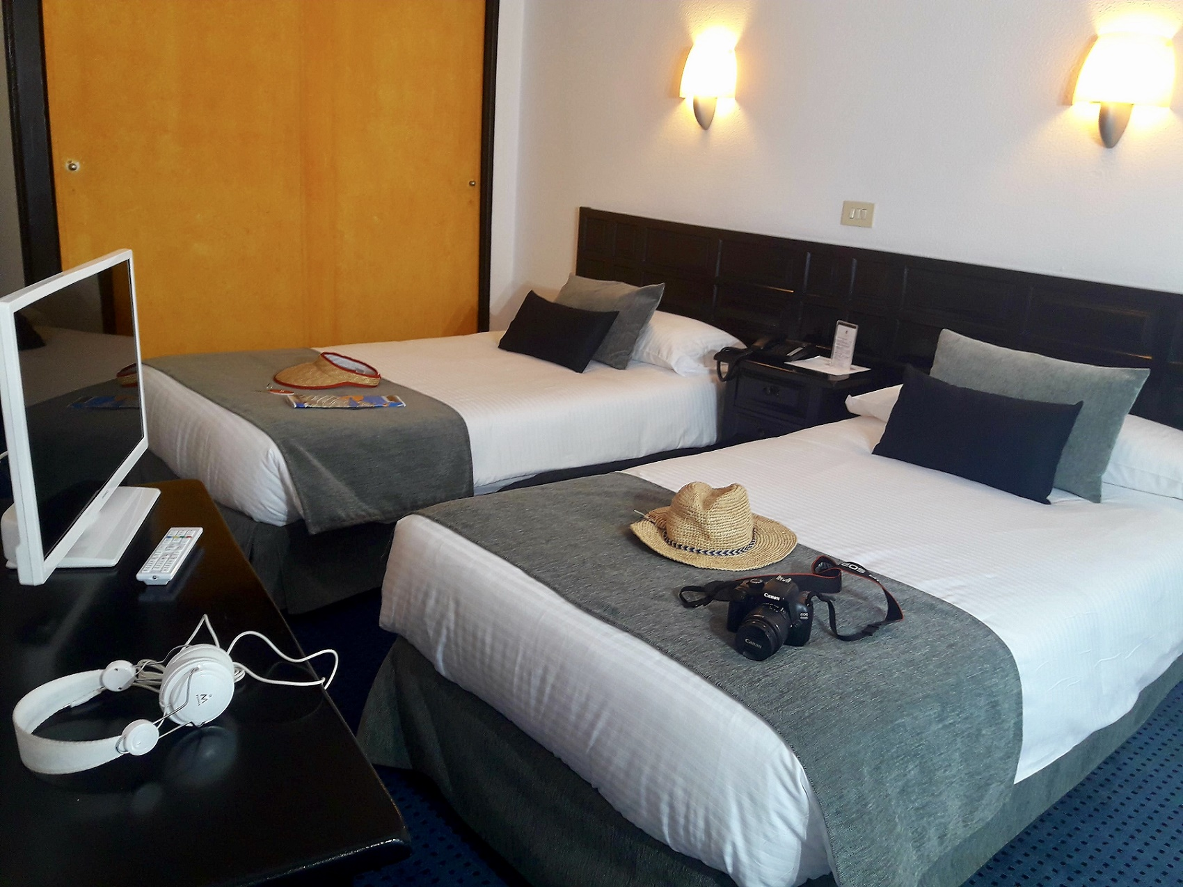DOUBLE ROOM 2 ADULTS + 1 CHILD Hotel Miramar